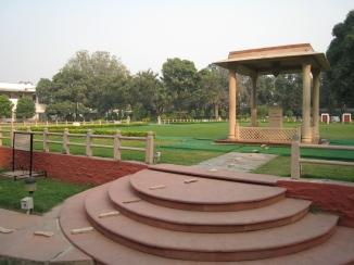 20 gedenkstätte am ort wo gandhi erschossen wurde