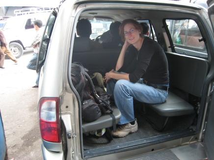 01 fahrt nach darjeeling (3h in nem überfüllten jeep auf löchrigen straßen)