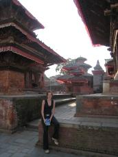 10 ute vor einigen der zahlreichen tempel auf dem durbar square