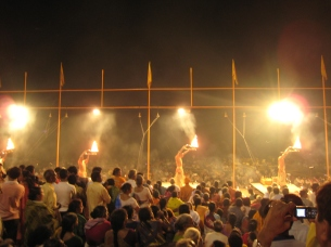 11 ganga aarti zeremonie am main ghat