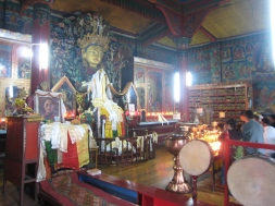 16 buddha in der yiga choling monastery