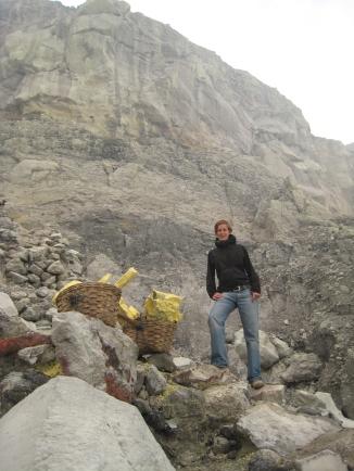 03 ute beim abstieg in den krater