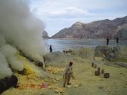 05 arbeiter fördern das sulfat