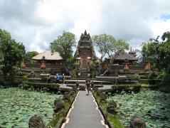 05 pura taman saraswati (water temple)