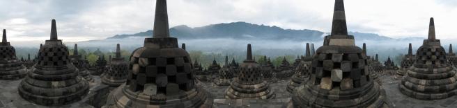 10 die 72 stupas von borobudur