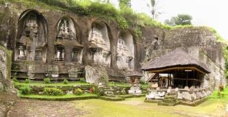 10 steinschreine in gunung kawi