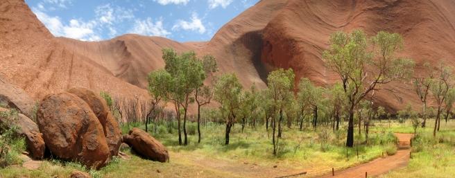 09 Trekking am Fuße von Uluru