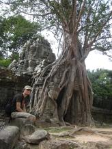 06 Überwucherter tempel in ta som