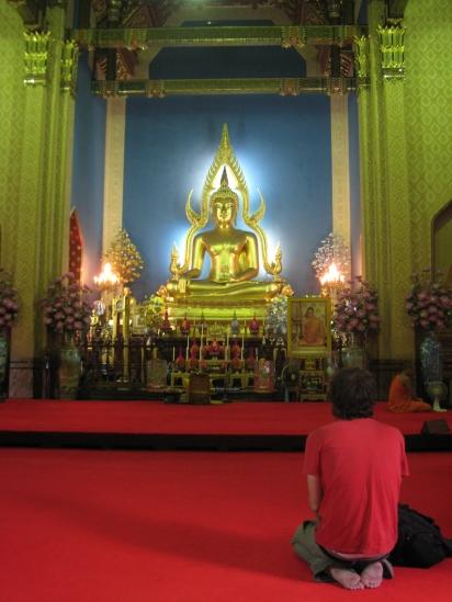 17 auf den heiligen buddha nie mit den füssen zeigen