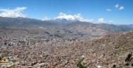 02 La Paz mit dem 6400 Meter hohen Mount Illimani im Hintergrund