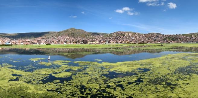 03 Blick auf Puno vom Titikaka See