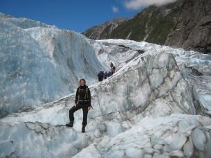 08 Ute umgeben von Gletscherwellen