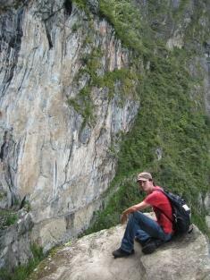 09 Ronald vor der Inka Zugbrücke