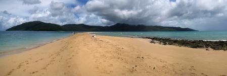 11 Strand mitten im Meer