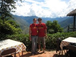 14 Wir in Coroico - nach 65km und 3600 Höhenmetern bergab - We survived the Death-Road ;-)