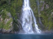17 Wasserfall im Milford Sound