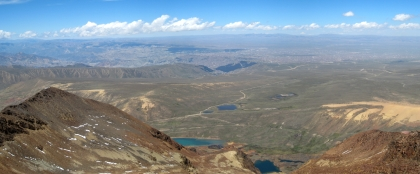 18 Blick auf El Alto (rechts hinten) und La Paz (im Canyon)